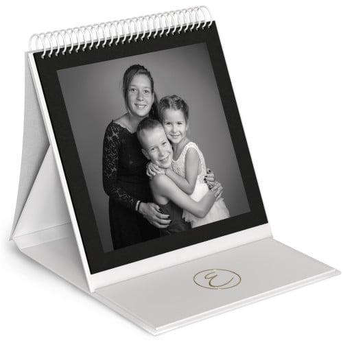Album chevalet - 48 pages noires (24 feuillets) 24x24cm - Impression couverture avec dorure Or