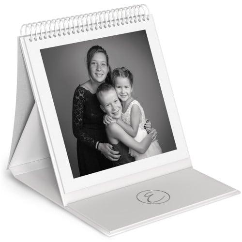 Album chevalet - 48 pages blanches (24 feuillets) 24x24cm - Impression couverture avec dorure Argent