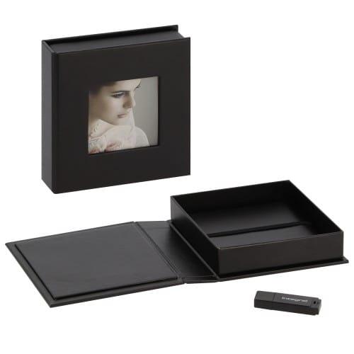 Boîte de rangement DEKNUDT pour clé USB & photos en simili cuir noir (clé USB vendue séparément)